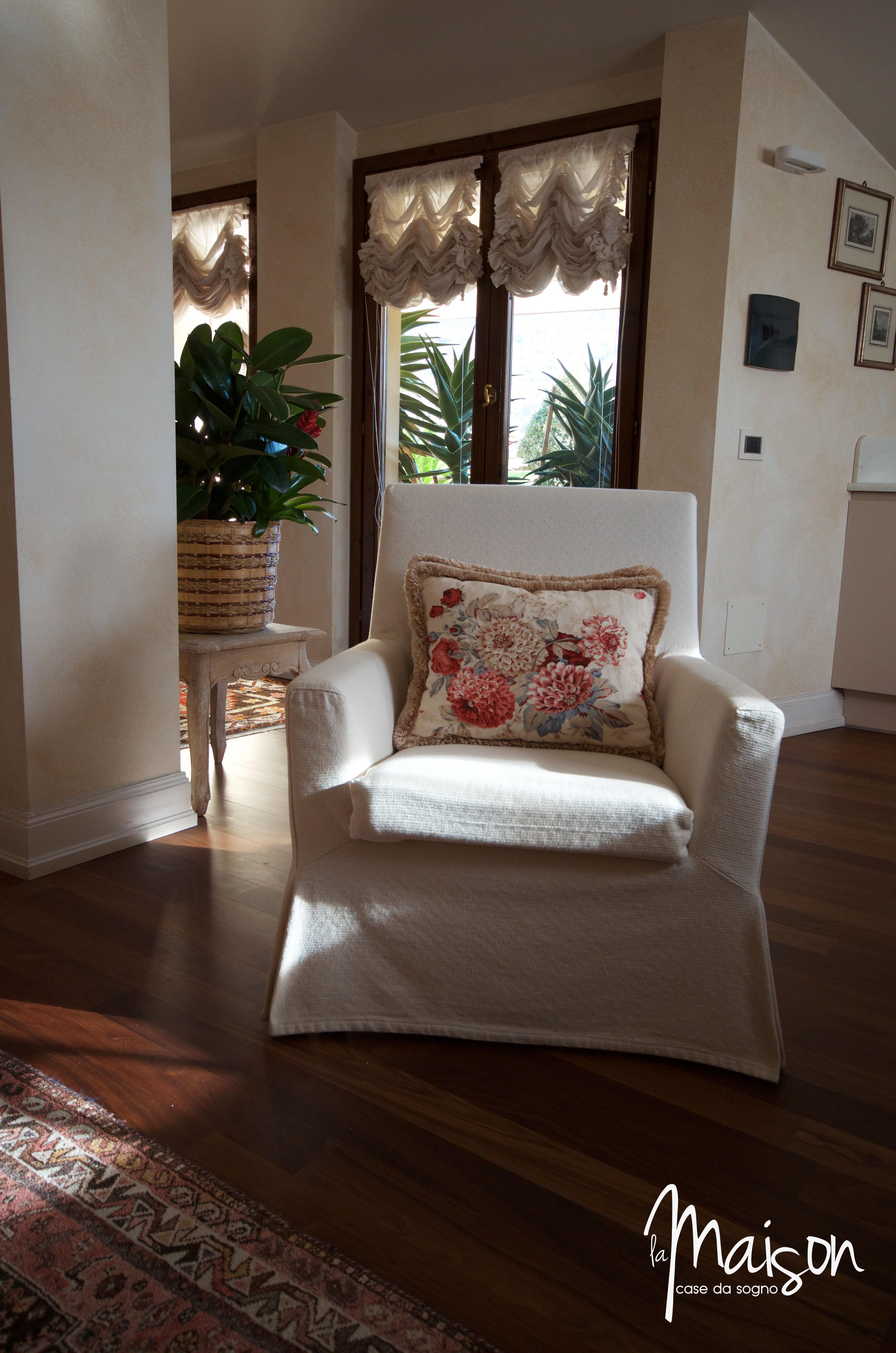 Appartamento con mansarda la castellina prato agenzia for Casa con appartamento seminterrato in vendita