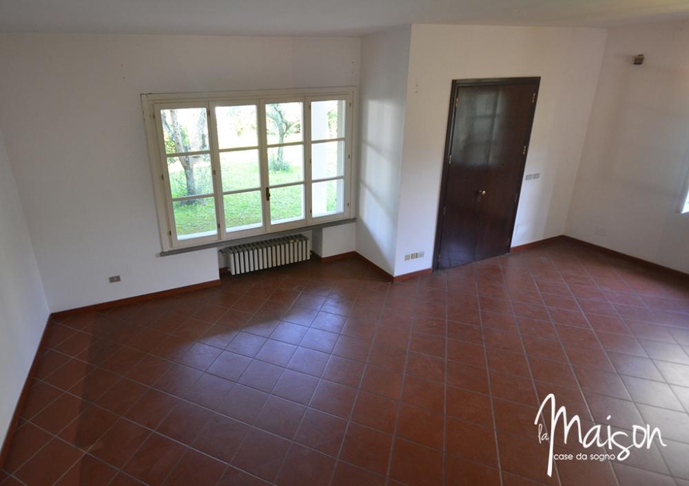 villa in vendita la castellina prato villetta con giardino alla castellina agenzia immobiliare prato la maison case da sogno agenzia immobiliare santa lucia case in vendita prato5