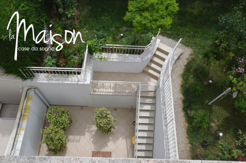 villa in vendita prato villetta con giardino viaccia narnali prato vendesi agenzia immobiliare la maison case da sogno di jessica cripezzi studio immobiliare santa lucia 24